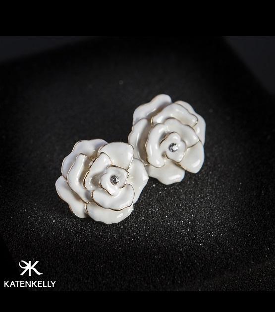 Khuyên tai White camellia